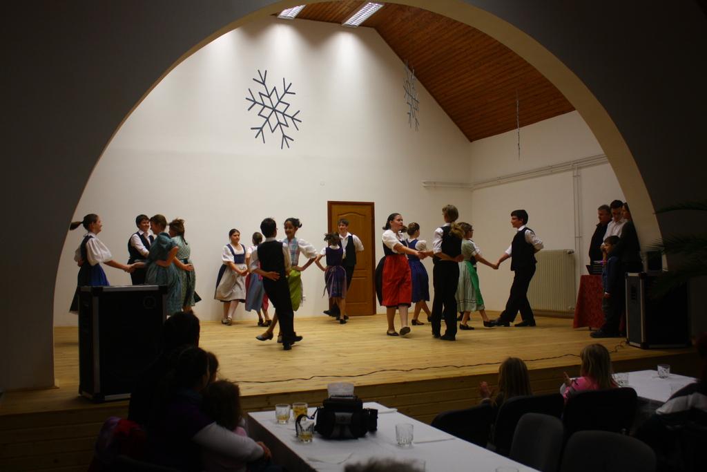 Szuloki Sváb Ifjúsági táncsoport