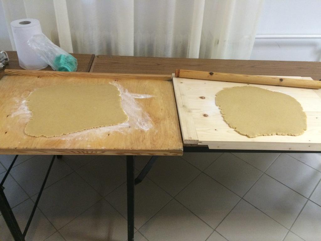 készül a mézeskalács