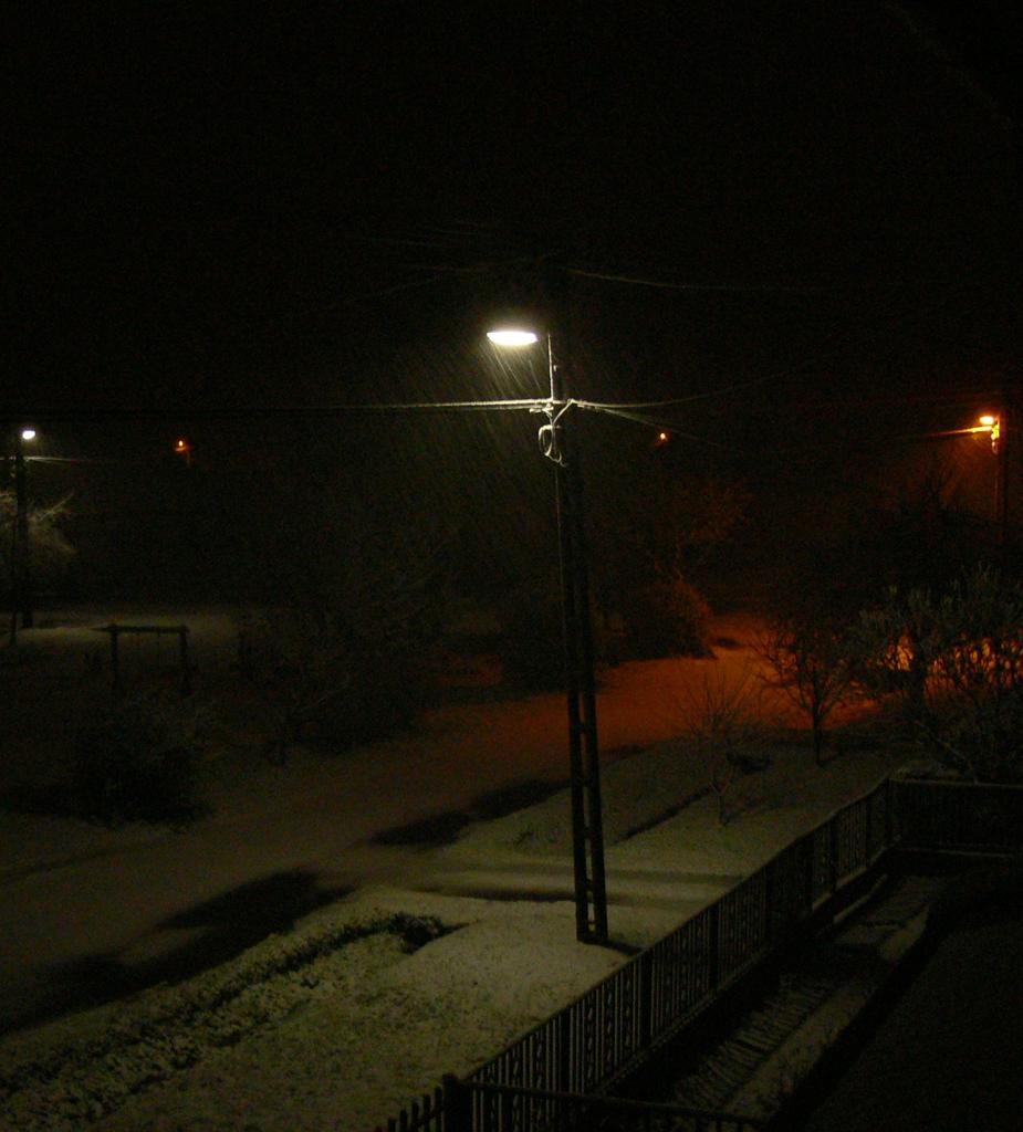 Megmarad a hó.jpg