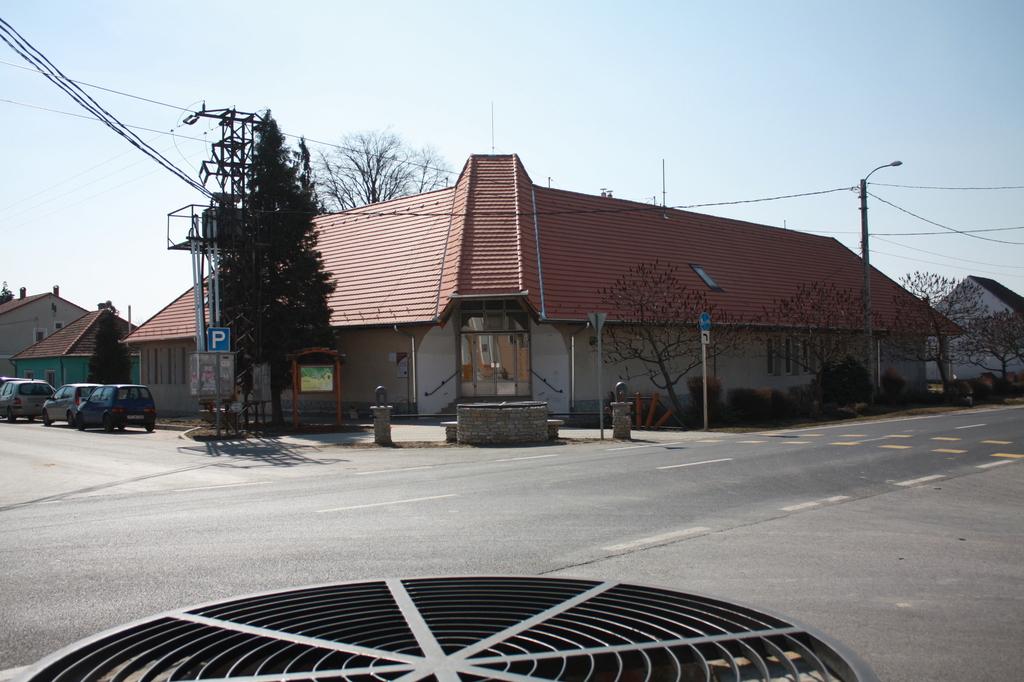 2012 március főbejárat