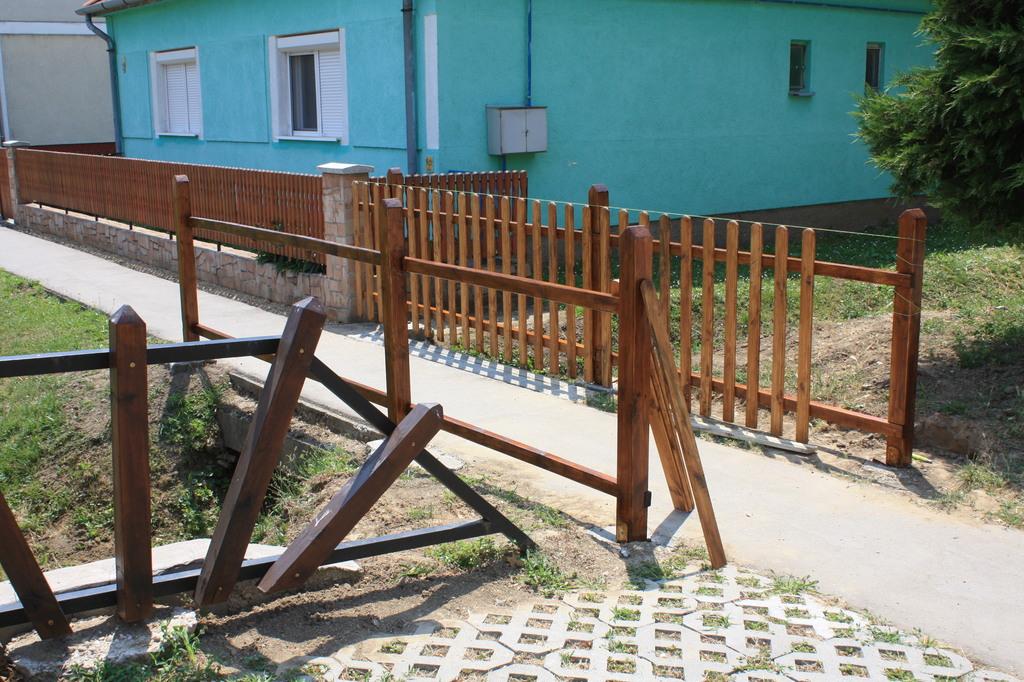 Készül az első kerítés